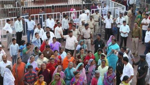 supporters-of-shani-shingnapur-gathered-at-temple_050a2646-1cb7-11e6-9a57-4ae968dd8e7b